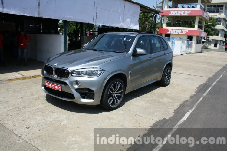 2015 BMW X5 M front three quarter far first drive review