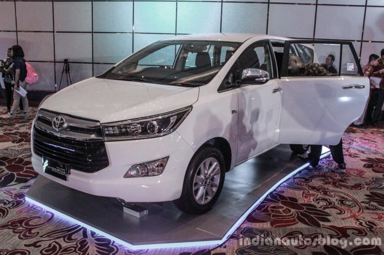 2016 Toyota Innova white front quarter left world premiere photos