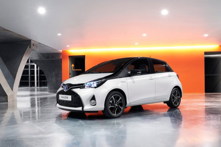 2016 Toyota Yaris front for UK market