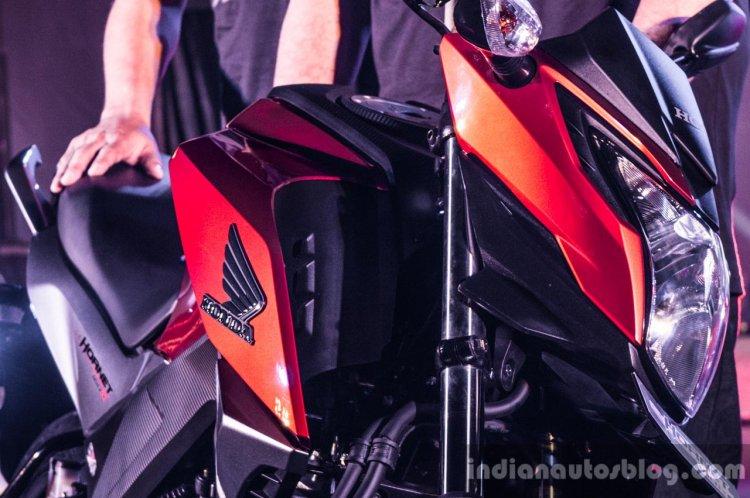Honda CB Hornet 160R head lamp launch