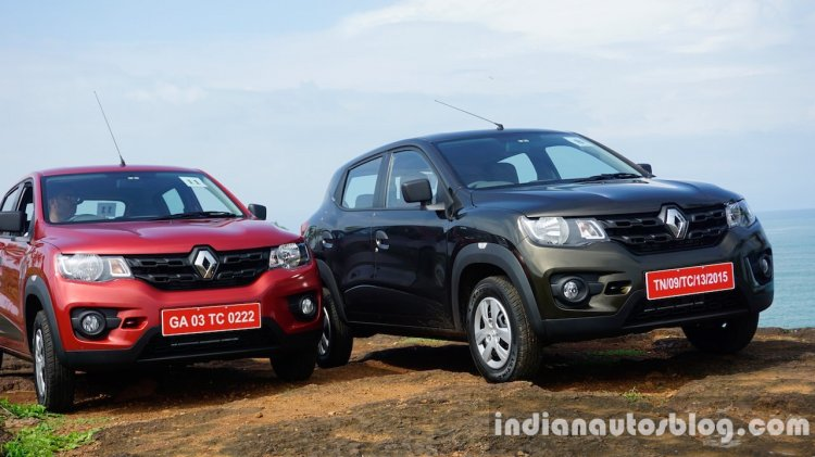 Renault Kwid Red and Green vehicles