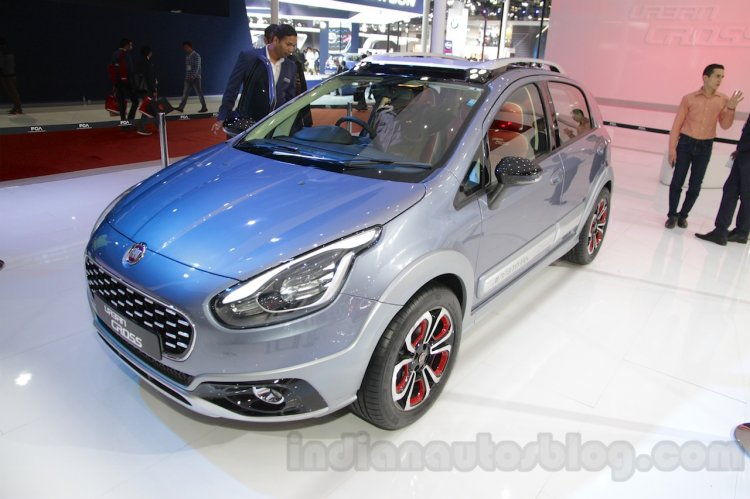 Fiat Avventura Urban Cross front three quarters left at Auto Expo 2016