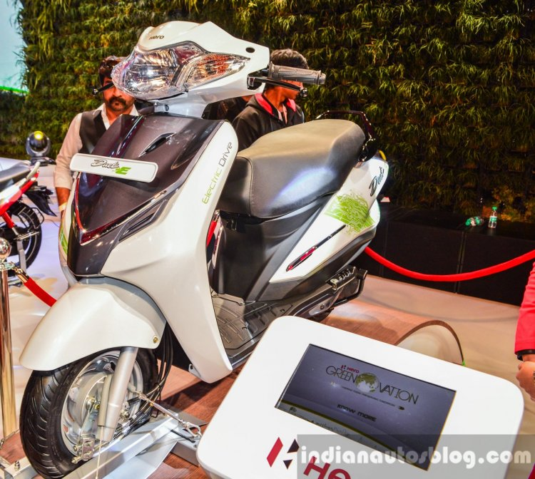 Hero Duet-E front quarter at the Auto Expo 2016