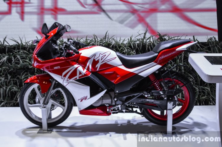 Hero Karizma ZMR red and white side at Auto Expo 2016