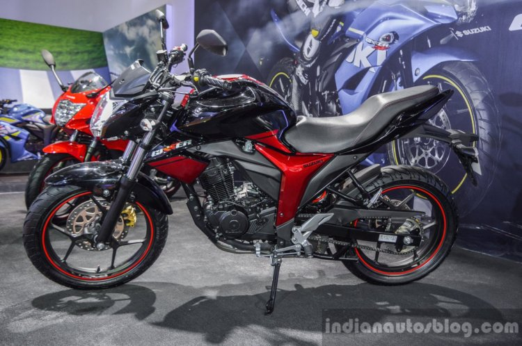 Suzuki Gixxer rear disc brake variant at Auto Expo 2016