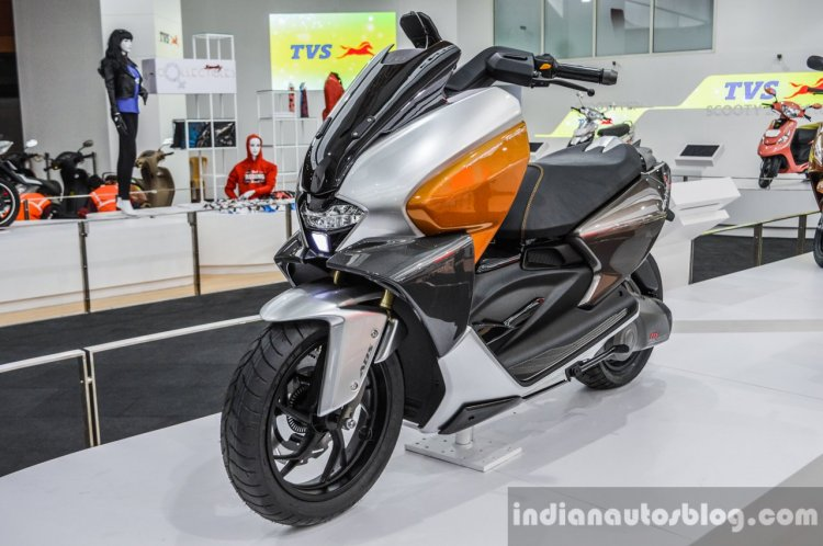 TVS ENTORQ 210 front quarter at Auto Expo 2016