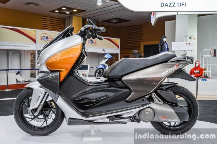 TVS ENTORQ 210 side at Auto Expo 2016