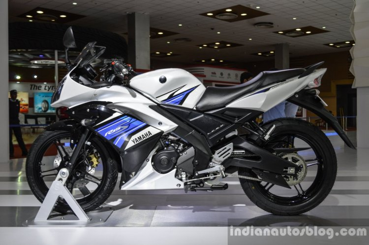 Yamaha R15S side at Auto Expo 2016
