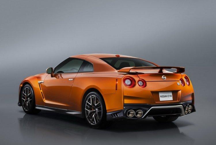 2017 Nissan GT-R rear three quarters