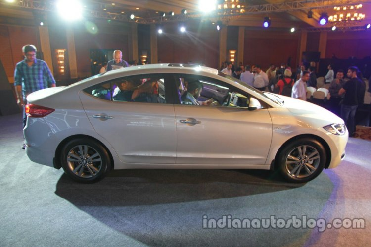 2016 Hyundai Elantra side launched in India