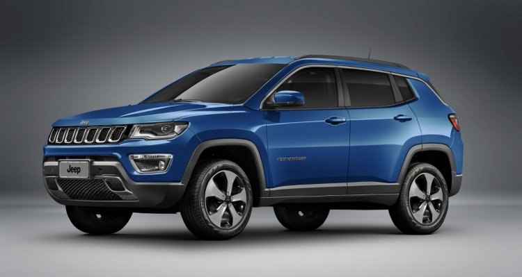 Jeep Compass Longitude front three quarter unveiled
