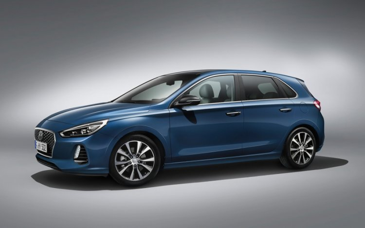 Hyundai i30 side revealed ahead of Paris debut
