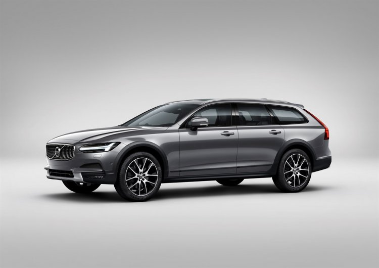 Volvo V90 Cross Country front three quarter images
