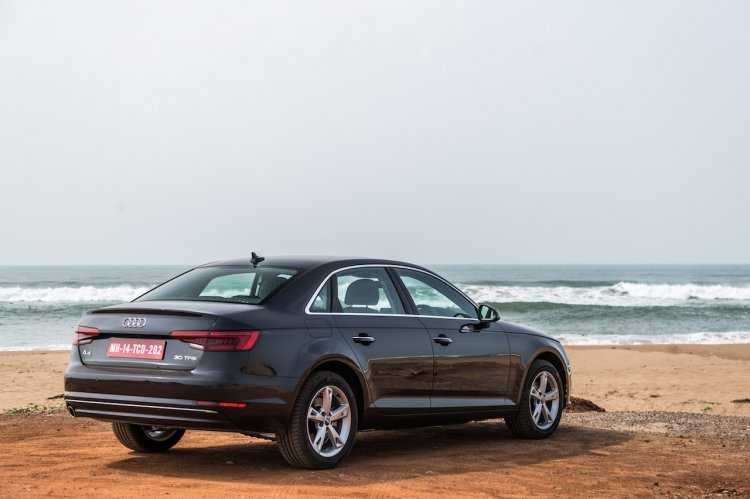 2016 Audi A4 rear quarters Review