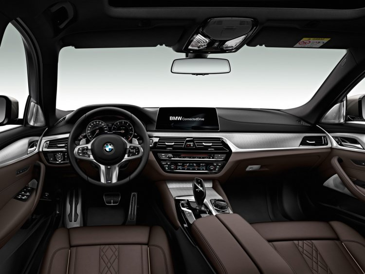 2017 BMW 5 Series M550i xDrive interior dashboard