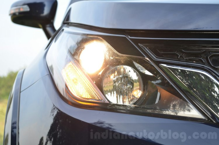 Tata Hexa XT MT headlight ON Review