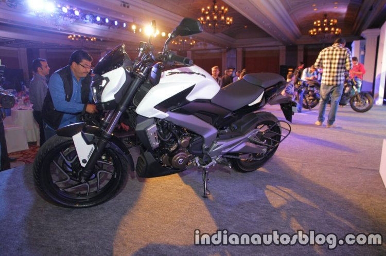 Bajaj Dominar 400 live side left
