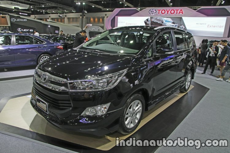 Toyota Innova Crysta front three quarters at 2016 Thai Motor Expo