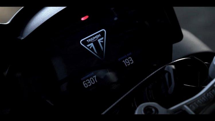 Triumph Street Triple teaser instrumentation odometer