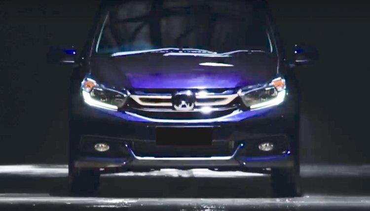 2017 Honda Mobilio (facelift) front teaser