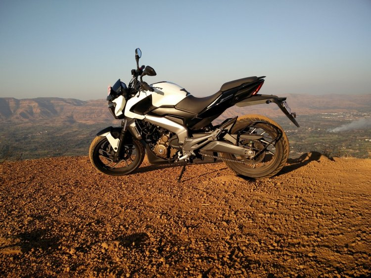 Bajaj Dominar 400 Moon White side