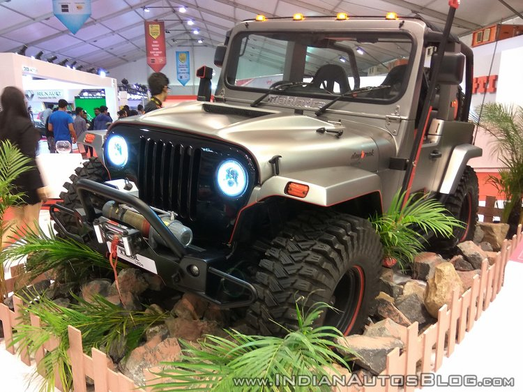 Mahindra Thar Daybreak edition front three quarters at Autocar Performance Show 2017