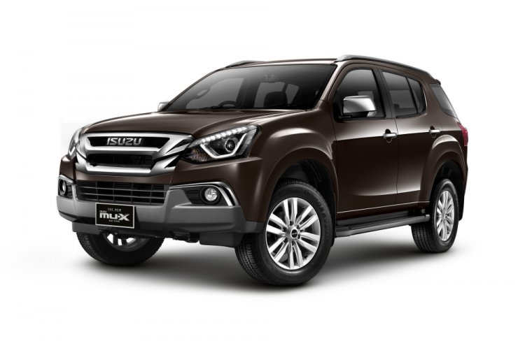 2018 Isuzu MU-X front quarter Thailand press image