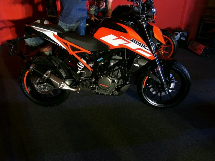 KTM Duke 250 side profile at launch