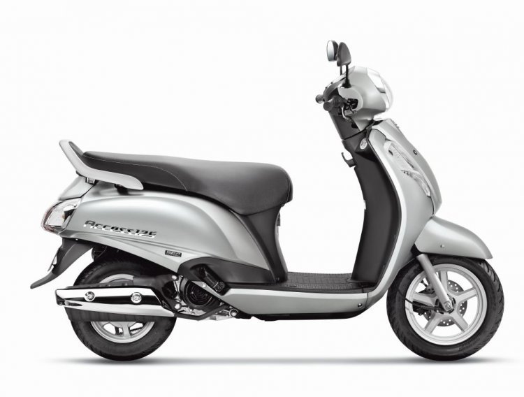 Suzuki Access 125 Metallic Sonic Silver side