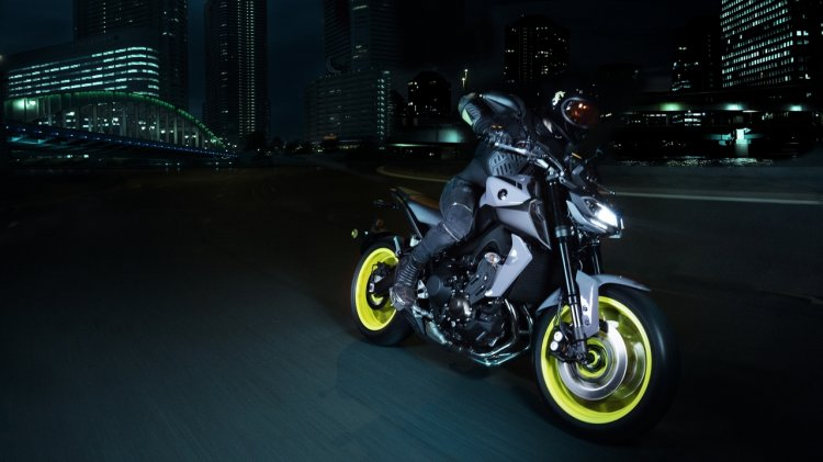2017 Yamaha MT 09 front three quarter motion