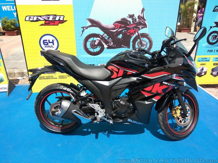 2017 Suzuki Gixxer SF at Gixxer Day in Mumbai black side