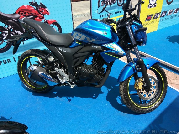 2017 Suzuki Gixxer at Gixxer Day in Mumbai side