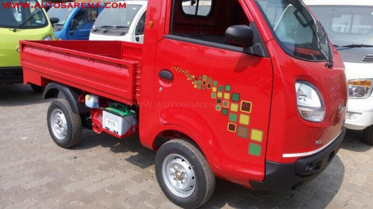 Tata Ace Zip XL BSIV red front three quarter dealership