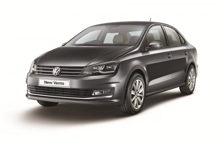VW Vento Highline Plus front three quarters left side