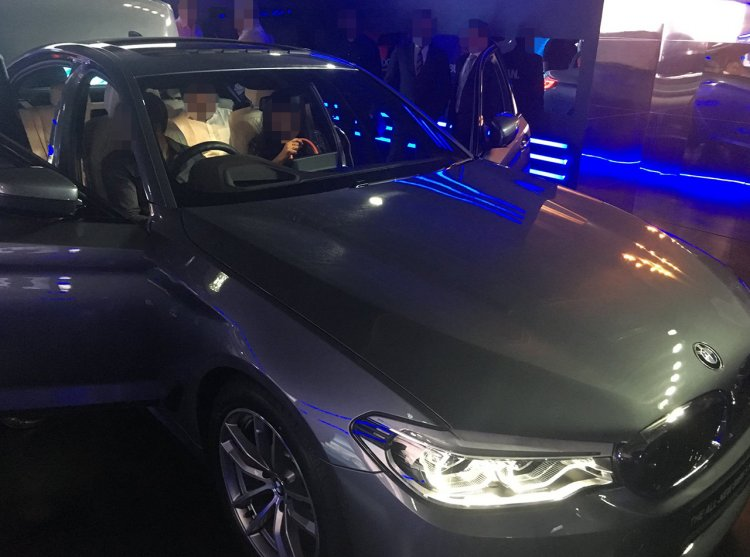 2017 BMW 5 Series (G30) previewed to customers front