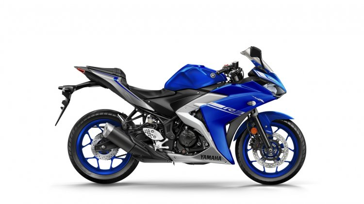 2017 Yamaha R3 Europe studio blue side