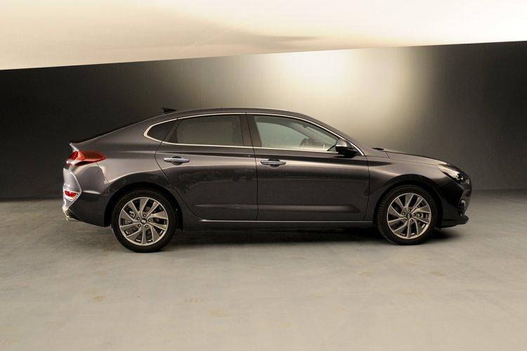 Hyundai i30 Fastback profile