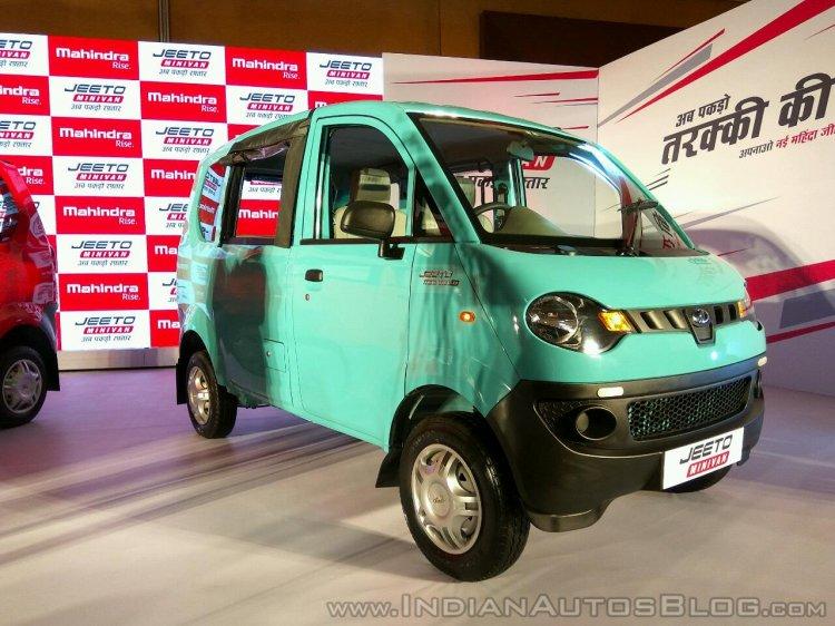 Mahindra Jeeto Minivan front