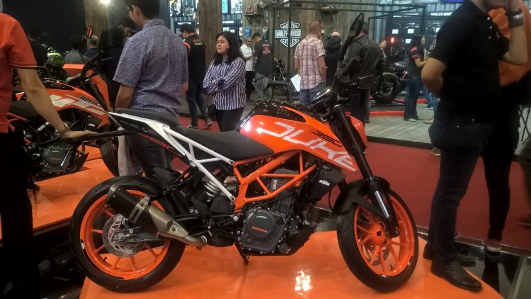 2017 KTM 390 Duke right side at GIIAS 2017