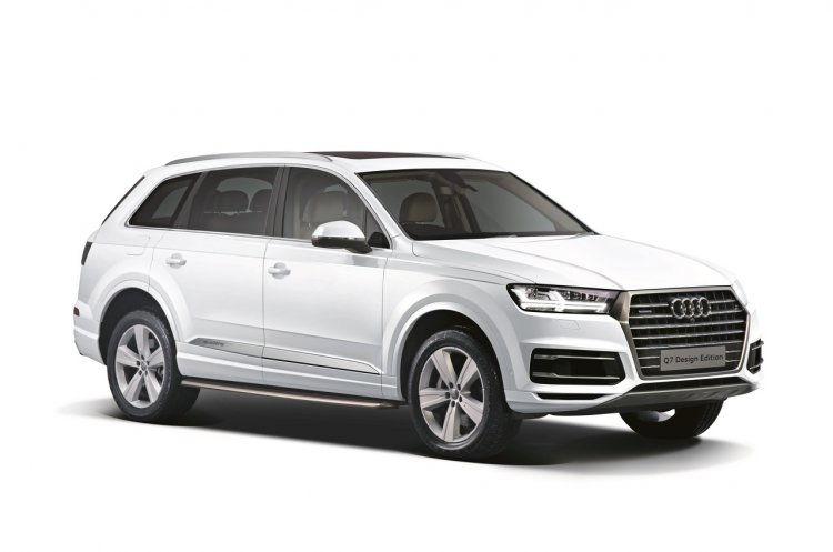 Audi Q7 Design Edition front three quarters