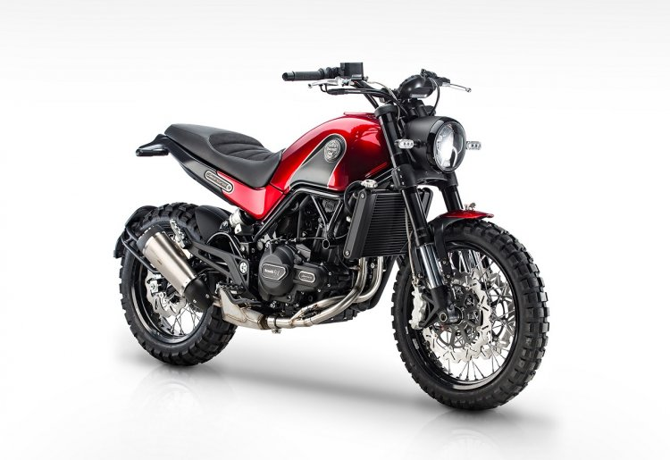 Benelli Leoncino Trail press image front quarter