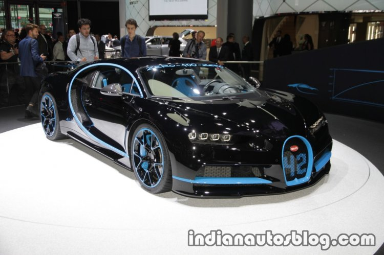0-400-0 world record Bugatti Chiron front three quarters right side at the IAA 2017