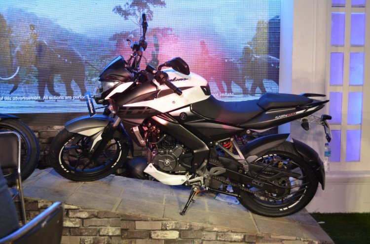 2017 Bajaj Pulsar NS200 at Nepal Auto Show left side
