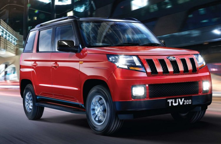 Mahindra TUV300 T10 front three quarters