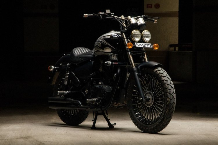 Royal Enfield Thunderbird 350 Quick Silver by Eimor Customs front right quarter