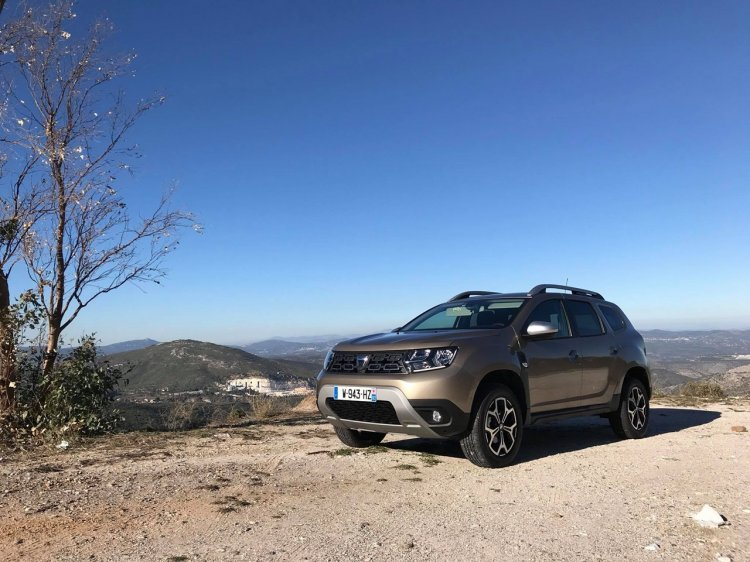 2018 Dacia Duster international media drive front angle view