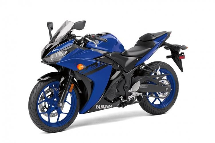 2018 Yamaha YZF-R3 press shot front left quarter