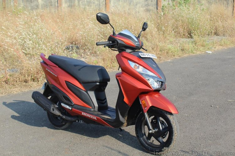 Honda Grazia first ride review front right quarter