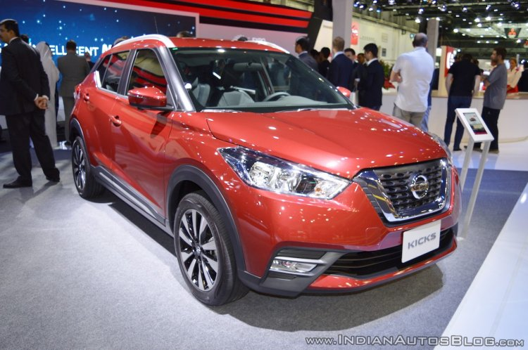 Nissan Kicks at Dubai Motor Show 2017 front three quarters