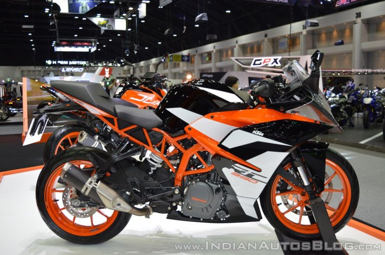 2017 KTM RC 390 right side